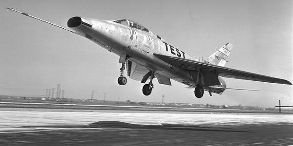 الطائرة الحربية الاف100 Gf100-2