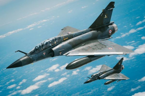 dans la bande sahélo-saharienne la guerre contre le djihadisme. Car c'est là l'un des secrets de l'engagement des Mirage 2000N de l'Escadron de Chasse 2/4 Lafayette : les opérations sont autant diurnes que nocturnes. Mirage-2000N-Barkhane_AdlA-600x399