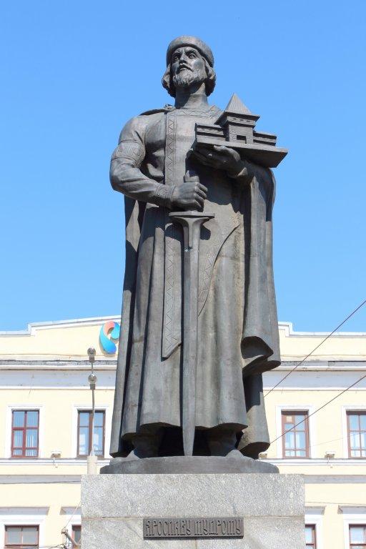 Скульптуры, памятники и монументы Monument_of_yaroslav_the_wise_mudry