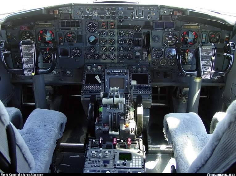Boeing 737-200 FlyjSim Flightdeck737200adv