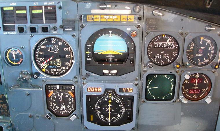 Boeing 737-300 - Página 4 Fltinsts_panel_nonefis