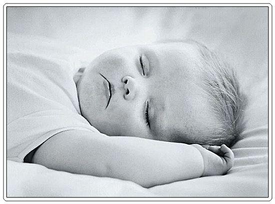 Mali Andjeli,  deca  su ukras sveta Baby-sleeping-black-and-white