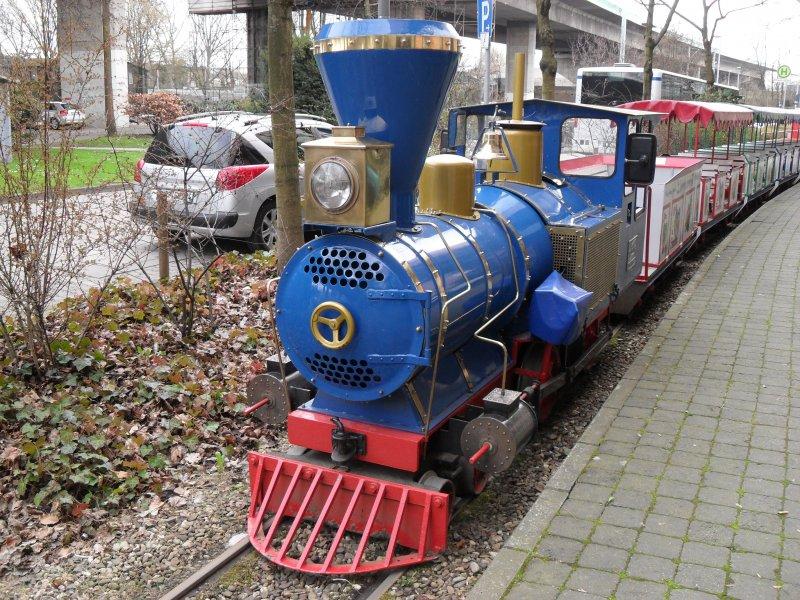 Frühlingsanfang im Kölner Rheinpark - Seite 2 Die-westernlok-bei-kleinbahn-rheinpark-390880