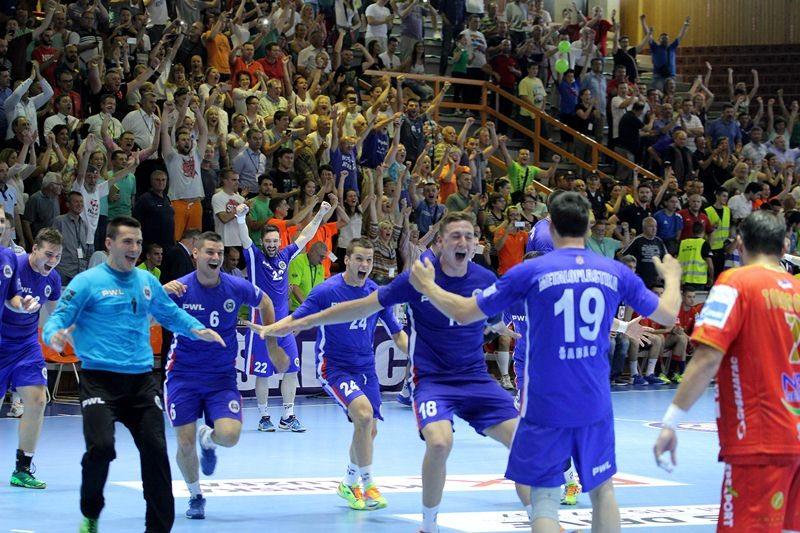 Rukomet Metaloplastika_slavlje_kup2016