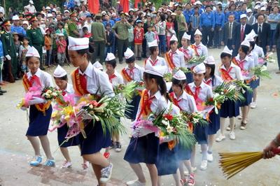 Lễ tưởng niệm và khánh thành Khu di tích lịch sử căn cứ hố Đá Bàn ( chổ em sống nè ) Images155226_anhdaban2