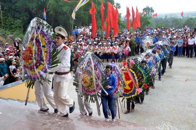 Lễ tưởng niệm và khánh thành Khu di tích lịch sử căn cứ hố Đá Bàn ( chổ em sống nè ) Images155228_anhdaban3