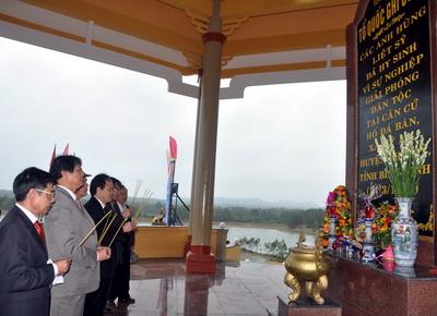Lễ tưởng niệm và khánh thành Khu di tích lịch sử căn cứ hố Đá Bàn ( chổ em sống nè ) Images155230_anhdaban4
