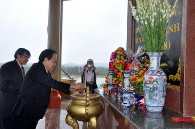 Lễ tưởng niệm và khánh thành Khu di tích lịch sử căn cứ hố Đá Bàn ( chổ em sống nè ) Images155232_anhdaban5