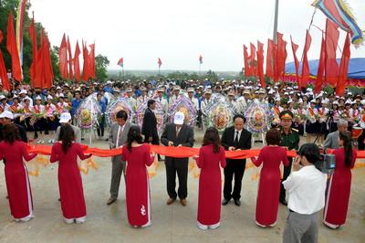 Lễ tưởng niệm và khánh thành Khu di tích lịch sử căn cứ hố Đá Bàn ( chổ em sống nè ) Images155238_anhdaban1