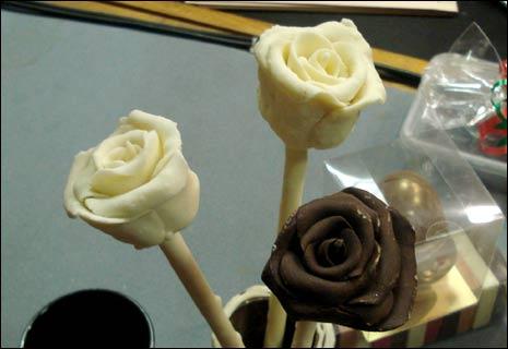 chocolate world عالم الشكولاتة Chocolate_roses_465x320