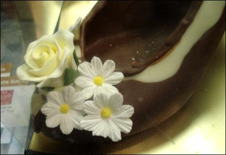chocolate world عالم الشكولاتة Chocolate_shoes_465x320