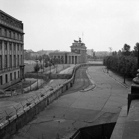 A Libertação da Europa - Página 2 Hist_berlin_wall