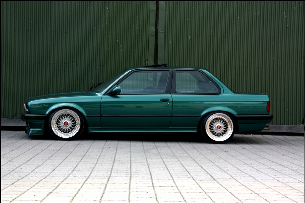 Mäksä90: Brown Baron Bmw E30 - Sivu 2 Green_BMW_E30_BBS_Red_Logos