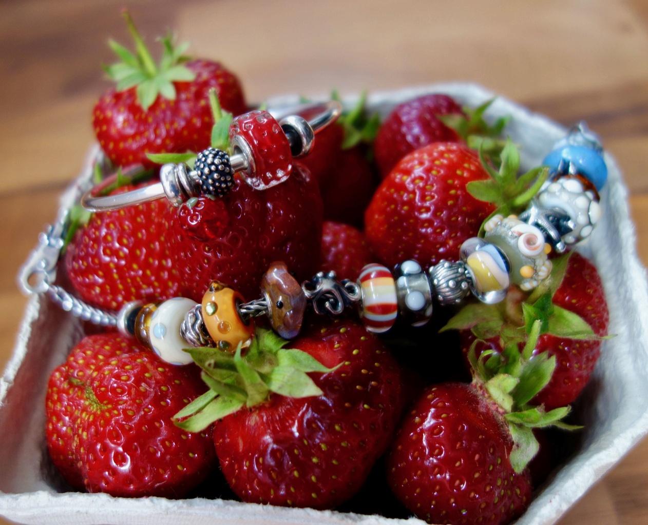 Strawberry Stripes Erdbee14
