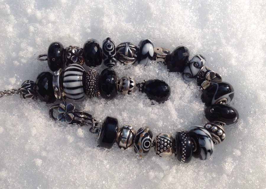 beads in snow Image241