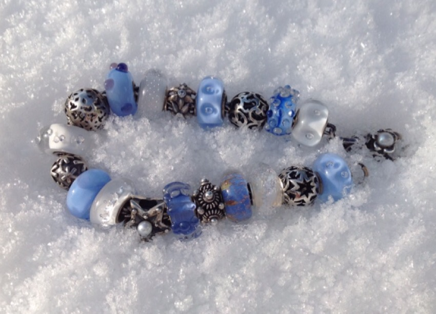 beads in snow Image242