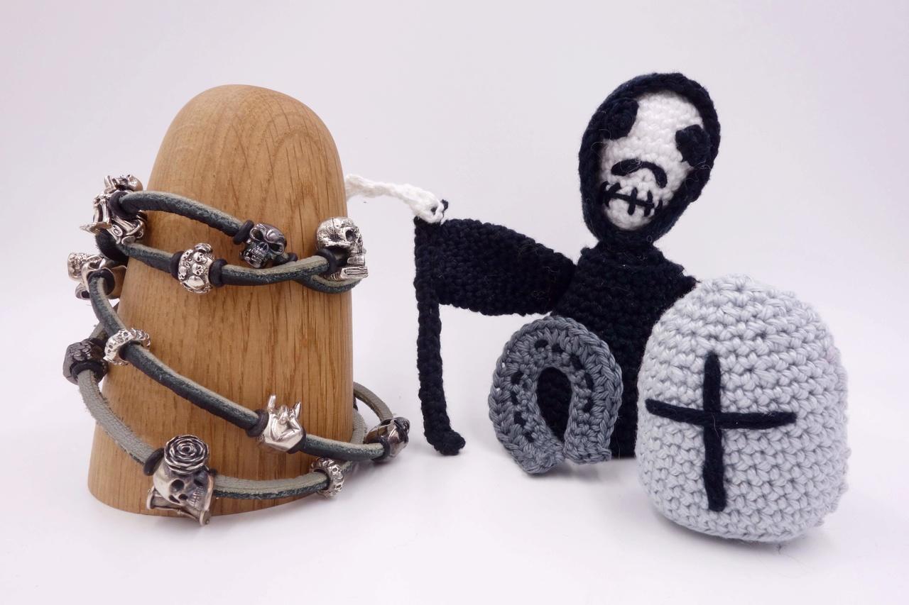 Skulls and Friends - my darker side of crocheting :) Totenk10