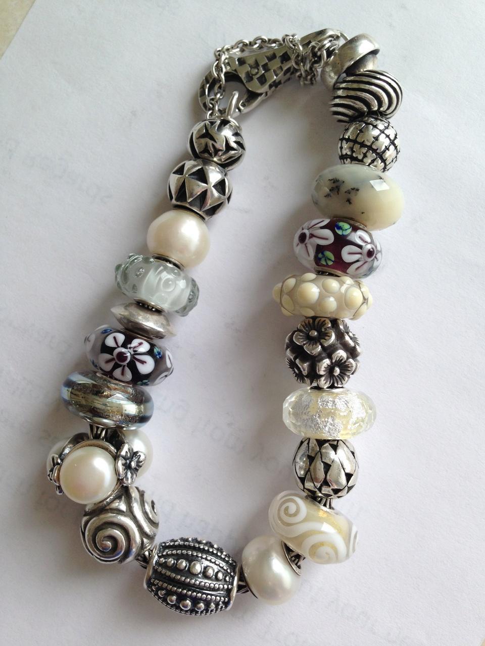 Melon Bracelets Whites11