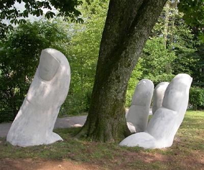 20 curiosas esculturas alrededor del mundo Glarus_Beat_Huber_2