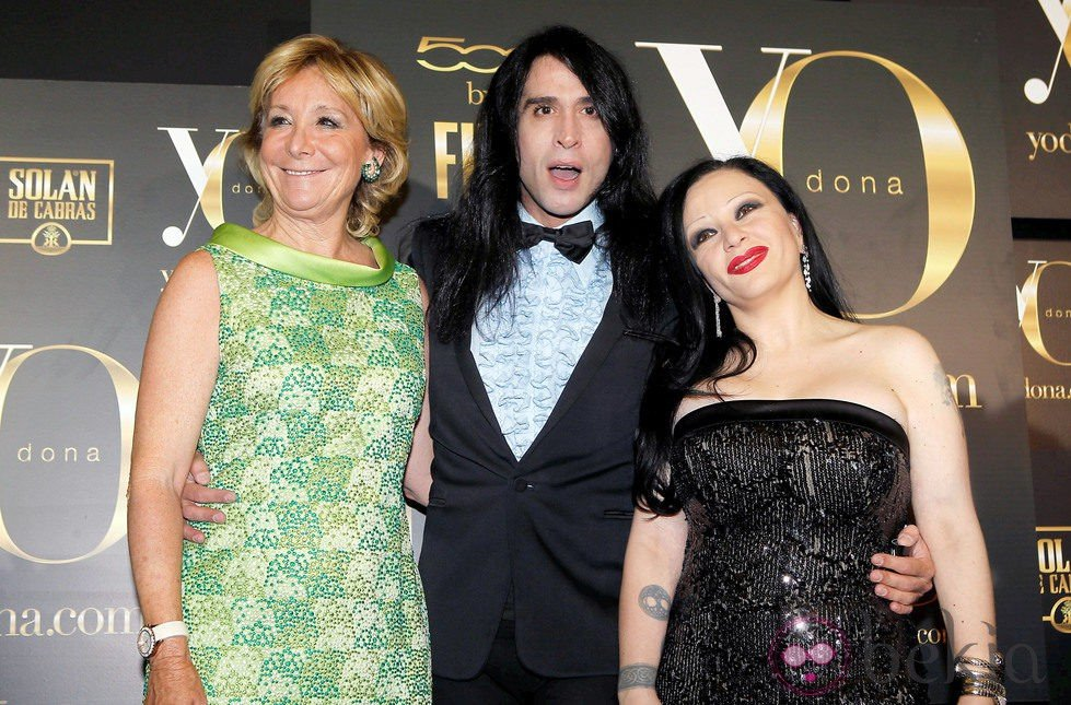 Mario Vaquerizo y su fama 23489_esperanza-aguirre-mario-vaquerizo-alaska-premios-internacionales-yo-dona-2012