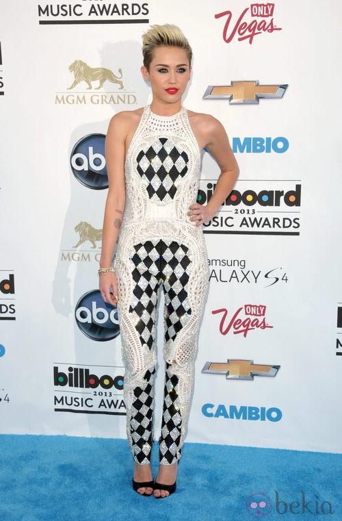 Miley Cyrus - Página 20 41038_m