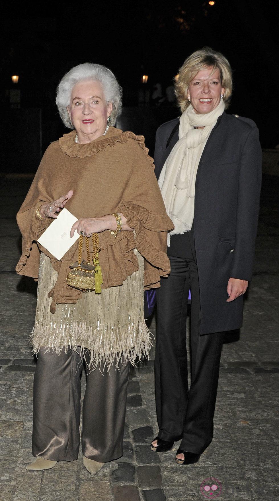 Pilar de Borbón y Luis Gómez-Acebo - Página 7 49555_infanta-pilar-simoneta-gomez-acebo-cena-benefica-asociacion-nuevo-futuro