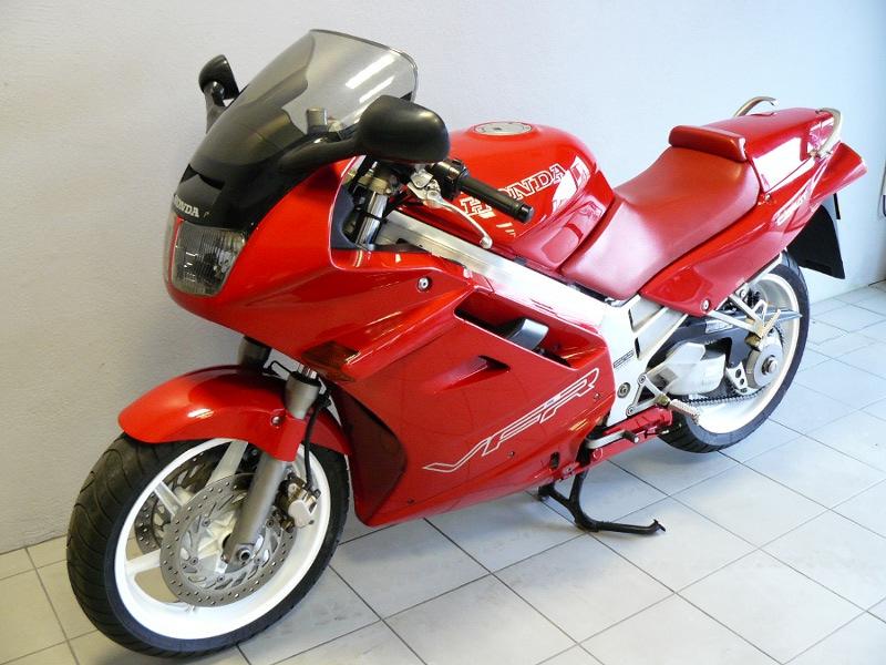 Nouveau possesseur RC36 1 Honda_vfr_750_rc36_2__003967200_1951_12092013
