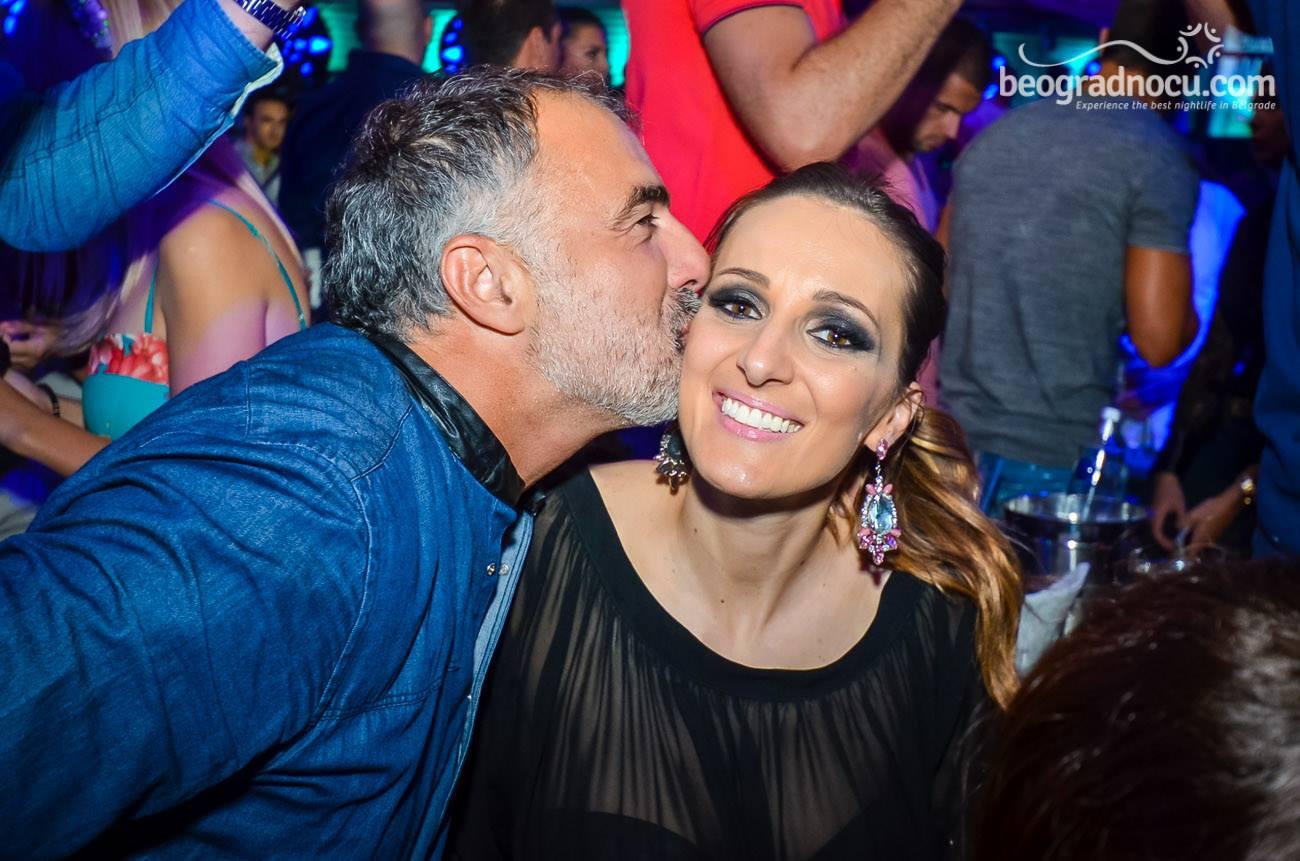 Poljubite osobu iznad - Page 21 Kako-se-to-tacno-poljubac-isplati.jpg1_