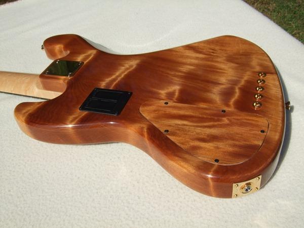 """Jazz Bass de Kauri - Feito com Madeira de """"50.000 Anos de Idade"""" DSCF6786"""