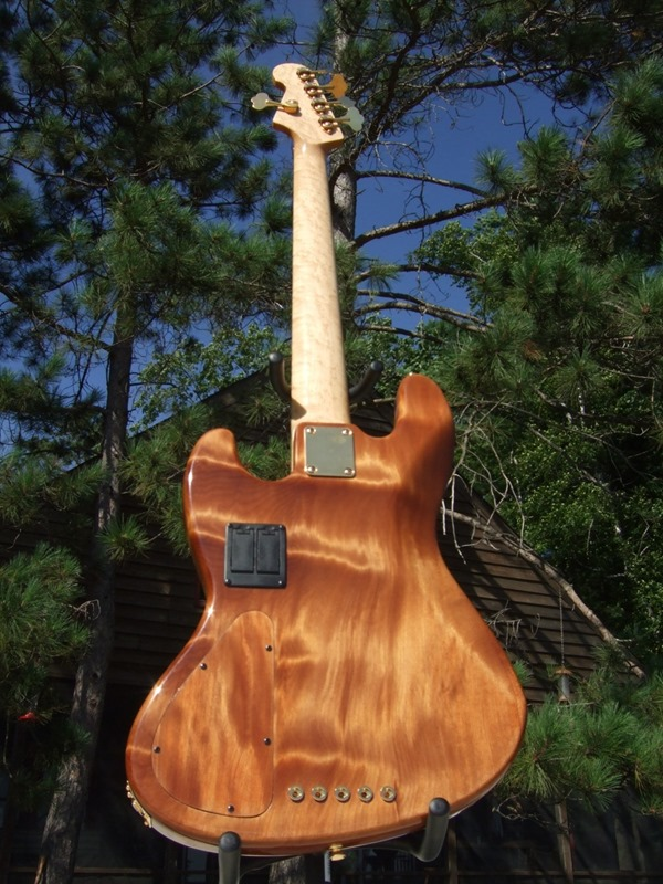 """Jazz Bass de Kauri - Feito com Madeira de """"50.000 Anos de Idade"""" DSCF6792"""
