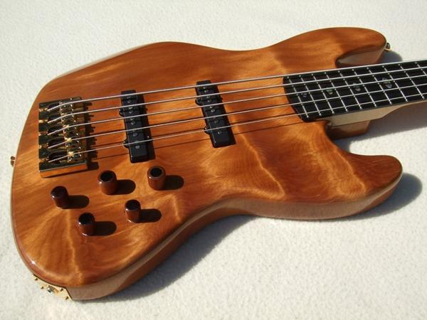 """Jazz Bass de Kauri - Feito com Madeira de """"50.000 Anos de Idade"""" DSCF6798"""