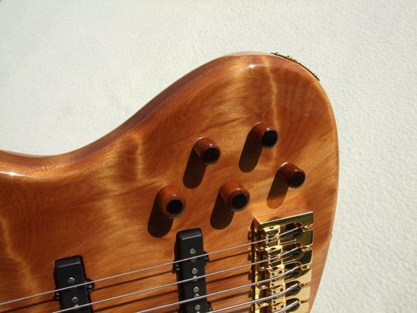 """Jazz Bass de Kauri - Feito com Madeira de """"50.000 Anos de Idade"""" DSCF6807"""