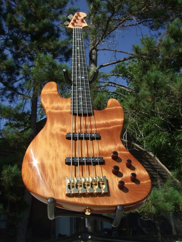 """Jazz Bass de Kauri - Feito com Madeira de """"50.000 Anos de Idade"""" DSCF6812"""