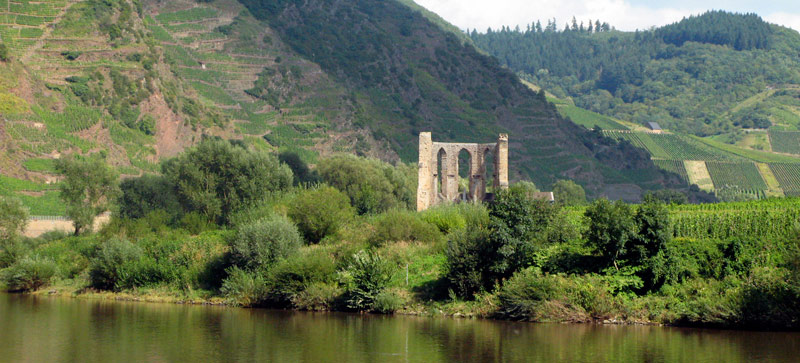 Balade de l'Arbre de mai : Eifel et Moselle [2012] saison 7 •Bƒ   - Page 2 Ort_Ediger-Eller_Ruine-Stuben-und-der-Calmont_175485_R_K_by_KlausM_pixelio.de