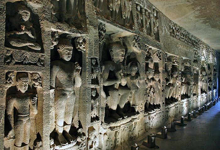 Indijsko vajarstvo Ajanta-Caves-in-Maharashtra-India-_Sculptures-in-Ajanta-Caves_5225