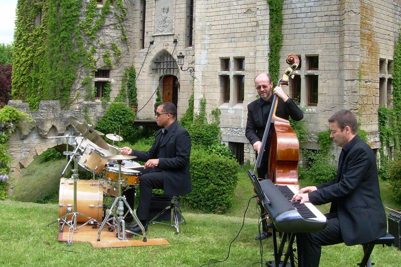 allez petit jeux - Page 3 Groupe-jazz-chateau