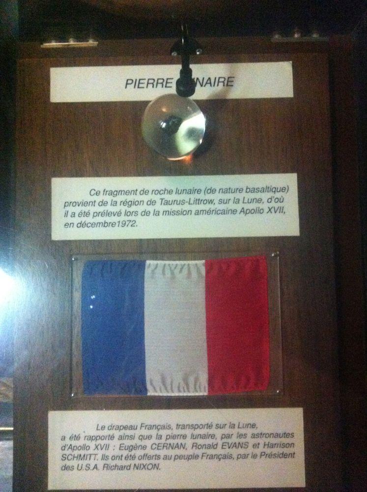 [Vote] Photo de mois (Septembre 2014) Pierre-et-drapeau