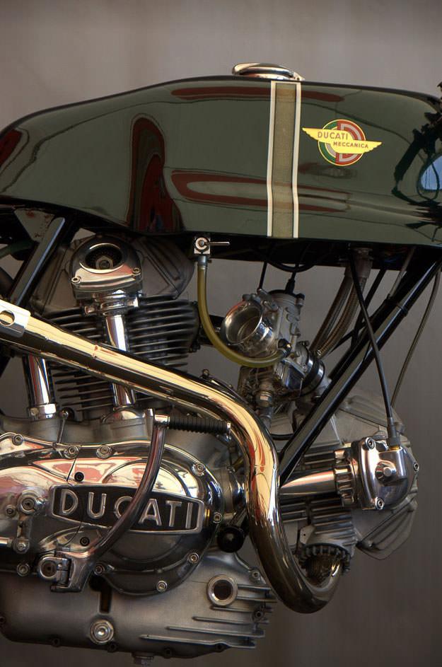 Ducati Deux soupapes - Page 3 Ducati-750-sport-engine