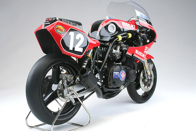 YOSHIMURA GS1000R COOLEY/CROSBY Scale-model-motorcycle-1