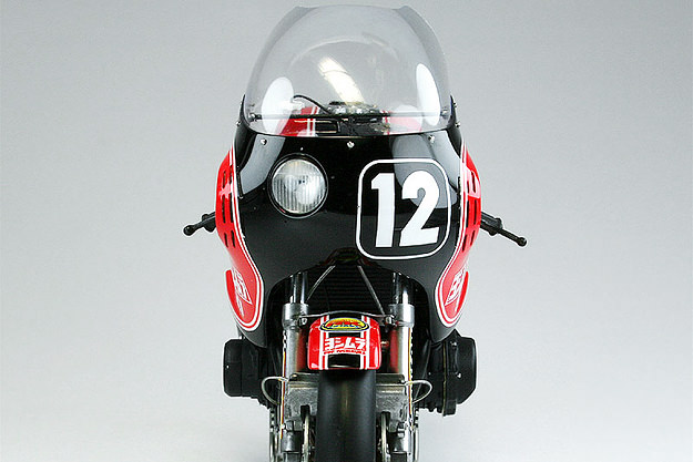YOSHIMURA GS1000R COOLEY/CROSBY Scale-model-motorcycle-2