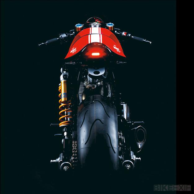 Ach, ils sont forts ces allemands... Ducati-sport-1000-3