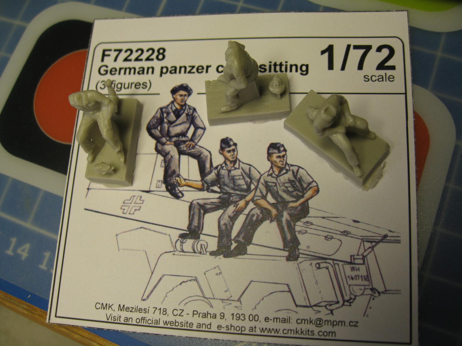 CMK - German Tank Crew 1944 + German Panzer Crew sitting  Kn1y-bl-8cb2