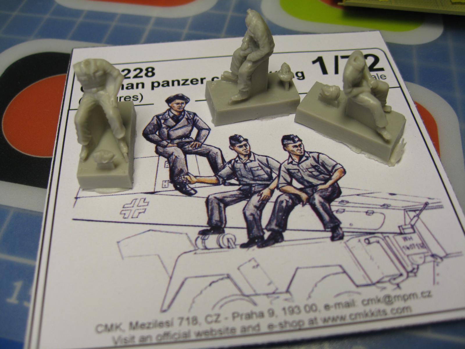 CMK - German Tank Crew 1944 + German Panzer Crew sitting  Kn1y-bm-f4f6