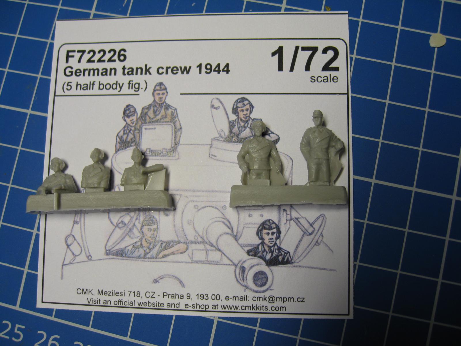 CMK - German Tank Crew 1944 + German Panzer Crew sitting  Kn1y-bn-0d0f