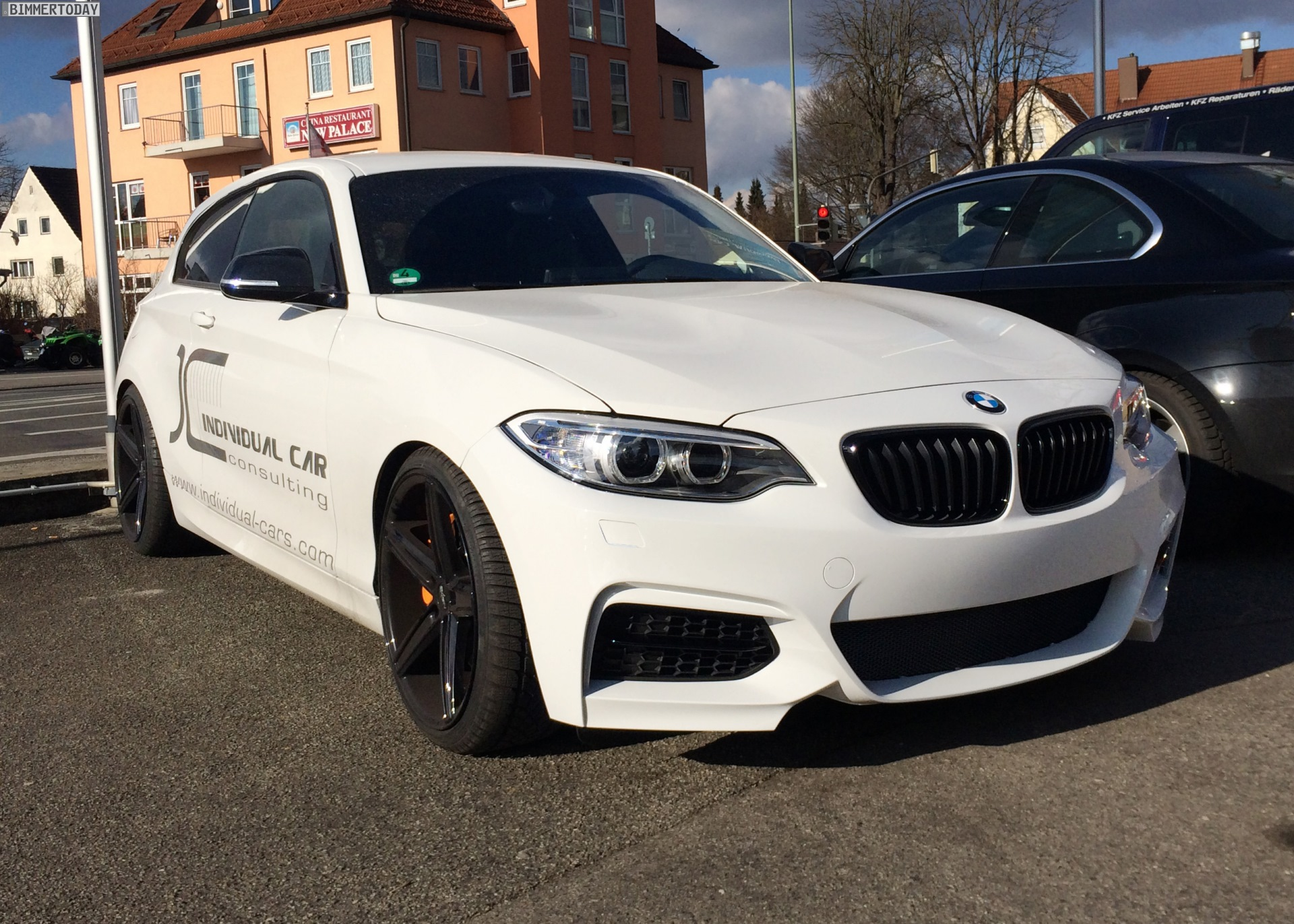2015 - [BMW] Série 1 restylée [F20/21] - Page 6 BMW-1er-F20-F21-Front-Umbau-2er-F22-Design-Tuning-Individual-Car-Consulting-01