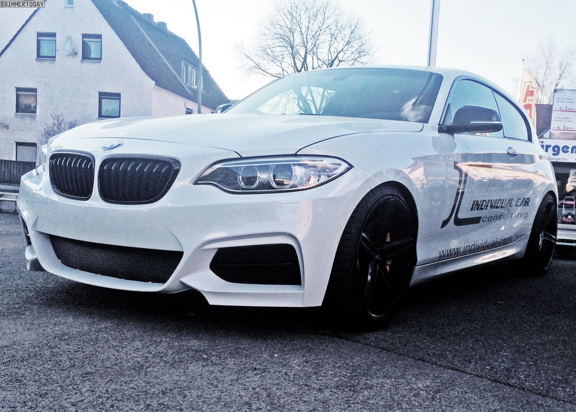 2015 - [BMW] Série 1 restylée [F20/21] - Page 6 BMW-1er-F20-F21-Front-Umbau-2er-F22-Design-Tuning-Individual-Car-Consulting-03