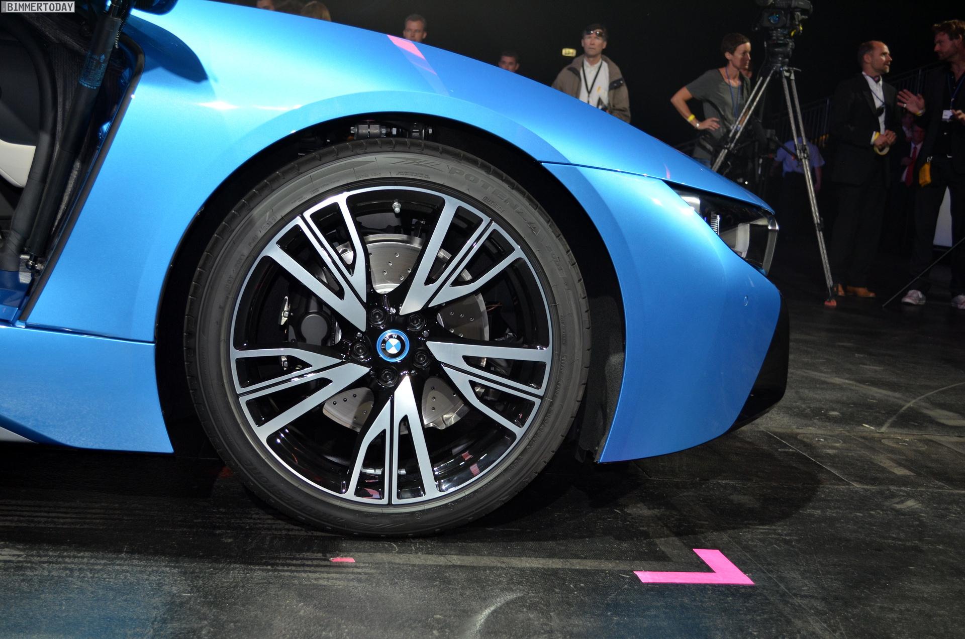 2013 - [BMW] i8 [i12] - Page 13 BMW-i8-Hybrid-eDrive-Weltpremiere-Protonic-Blue-IAA-2013-LIVE-10
