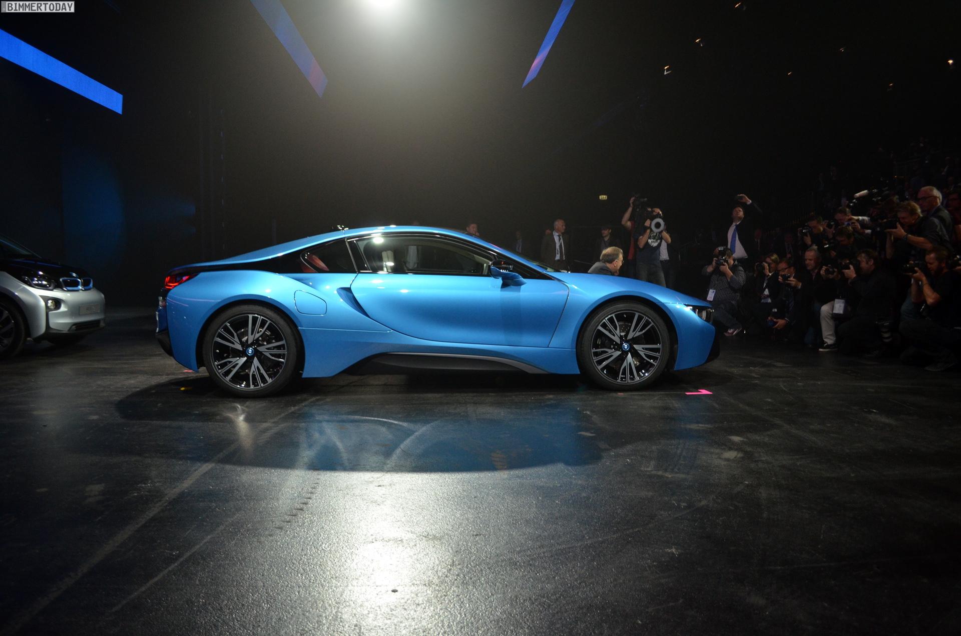 2013 - [BMW] i8 [i12] - Page 13 BMW-i8-Hybrid-eDrive-Weltpremiere-Protonic-Blue-IAA-2013-LIVE-11