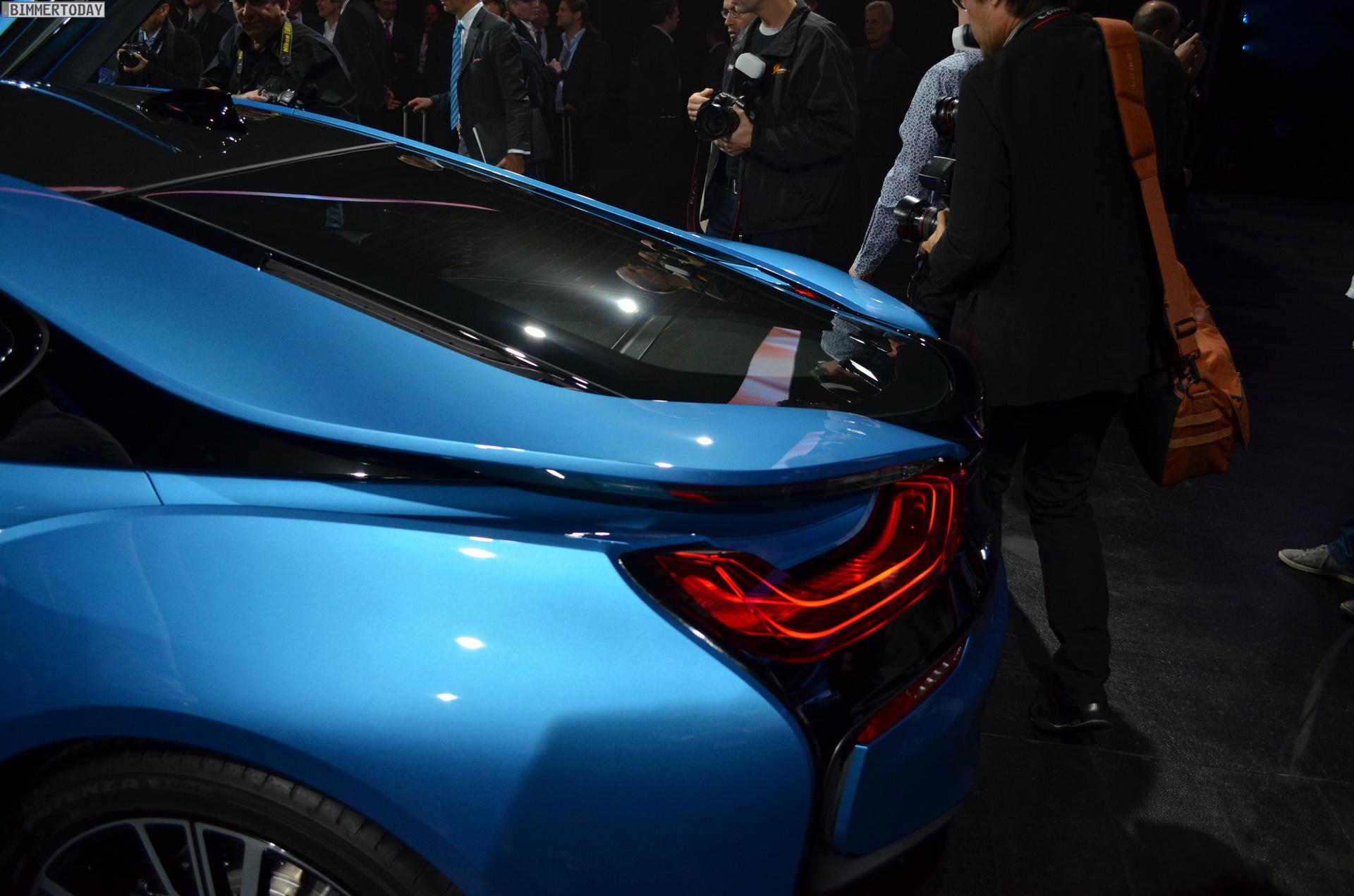 2013 - [BMW] i8 [i12] - Page 13 BMW-i8-Hybrid-eDrive-Weltpremiere-Protonic-Blue-IAA-2013-LIVE-15