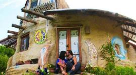 L'éveil de la permaculture, le film qui aide à changer le monde 35627-echapper-dettes-couple-vit-dans-eco-dome
